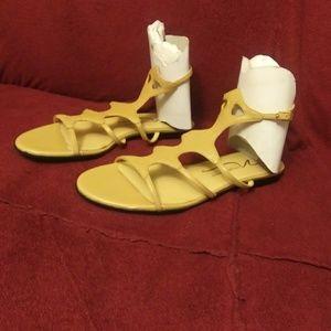 NIB Roman sandals by Newport news Sz-7.5 sesame